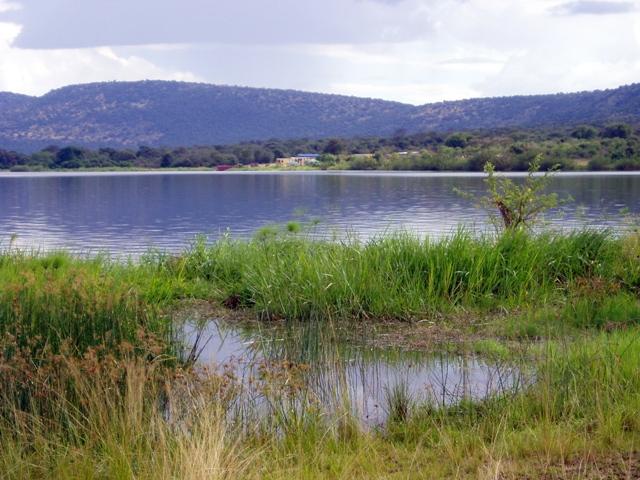 Blick auf die Siedlung der Fischer am Lac Ihema