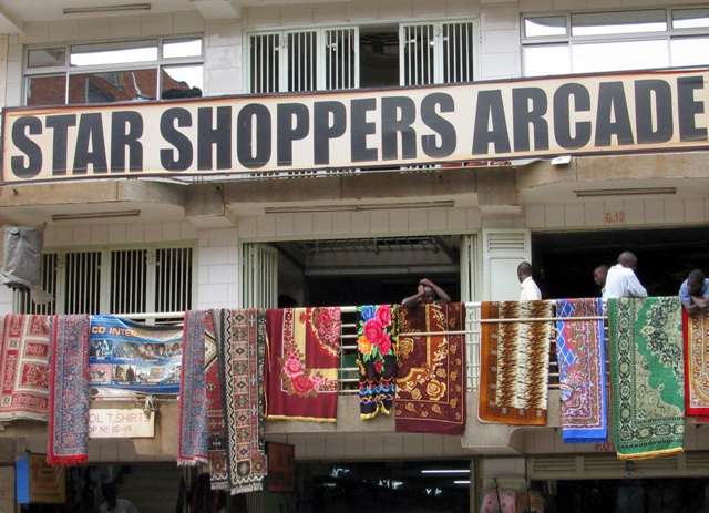 In dieser Arcade gibt es (davon-)fliegende Teppiche