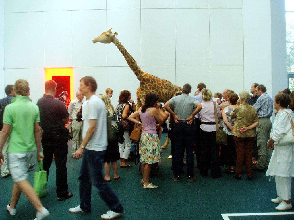 Einer der Giraffen hat sich sogar an die documenta 12 in Kassel verirrt. Da wurde er zum vielbeachteten Schaustück...