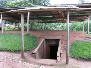 Auf dem Gelände der Teefabrik hatte seinerzeit (1994) der Chef der FPR-Streitkräfte seinen Führungsbunker. der Bunker kann besichtigt werden und wird für den militär-historischen Tourismus ausgestattet.