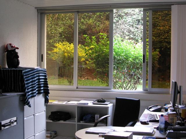 Mein Büro in Kigali, nach der Altmöblierung