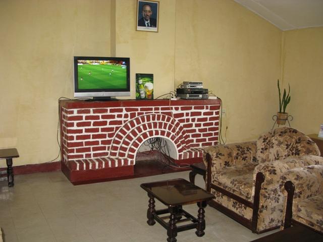 Hotel des Chuttes in Cyangugu. Diese stimmige Lounge möchte ich niemandem vorenthalten.