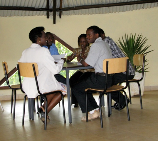 Workshop mit den KollegInnen aus Burundi auf dem Mont Juru, ausserhalb Kigali