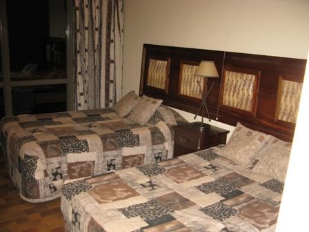 Die Zimmer in der Akagera Game Lodge sind heruntergekommen. Dafür werden die Gäste durch die phänomenale Aussicht auf den Lac Ihema mehr als entschädigt.