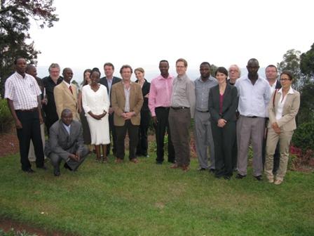 Gruppenbild beim Empfang der Delegation beim Gouverneur Félix der Provinz Ngozi