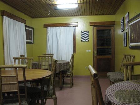 Esssaal im Guesthouse Nyungwe. Achtung, nicht zu lange bleiben, es gibt jeden Tag das gleiche Menu...